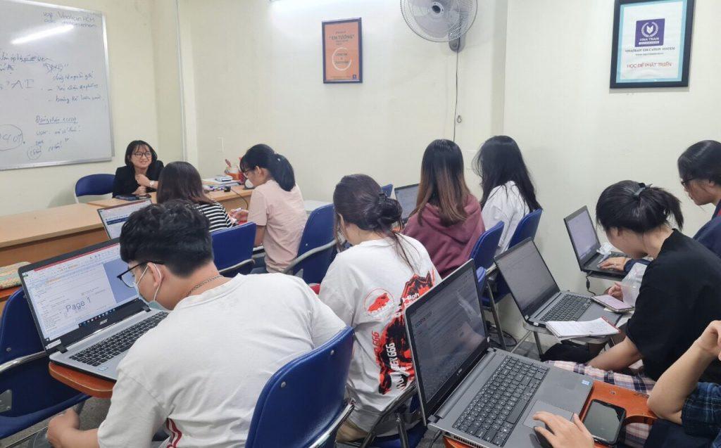 Một buổi học hành chính nhân sự tại trung tâm (Nguồn: Vinatrain Việt Nam)