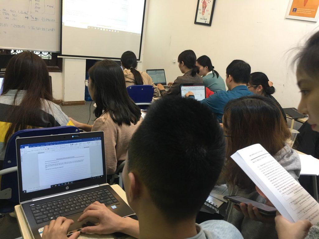 Hình ảnh lớp học tiền lương nhân sự tại Vinatrain