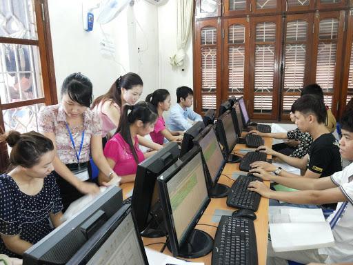 Các trung tâm dạy kế toán luôn có rất nhiều học viên tham gia khóa học chứng tỏ nhu cầu học kế toán là rất lớn