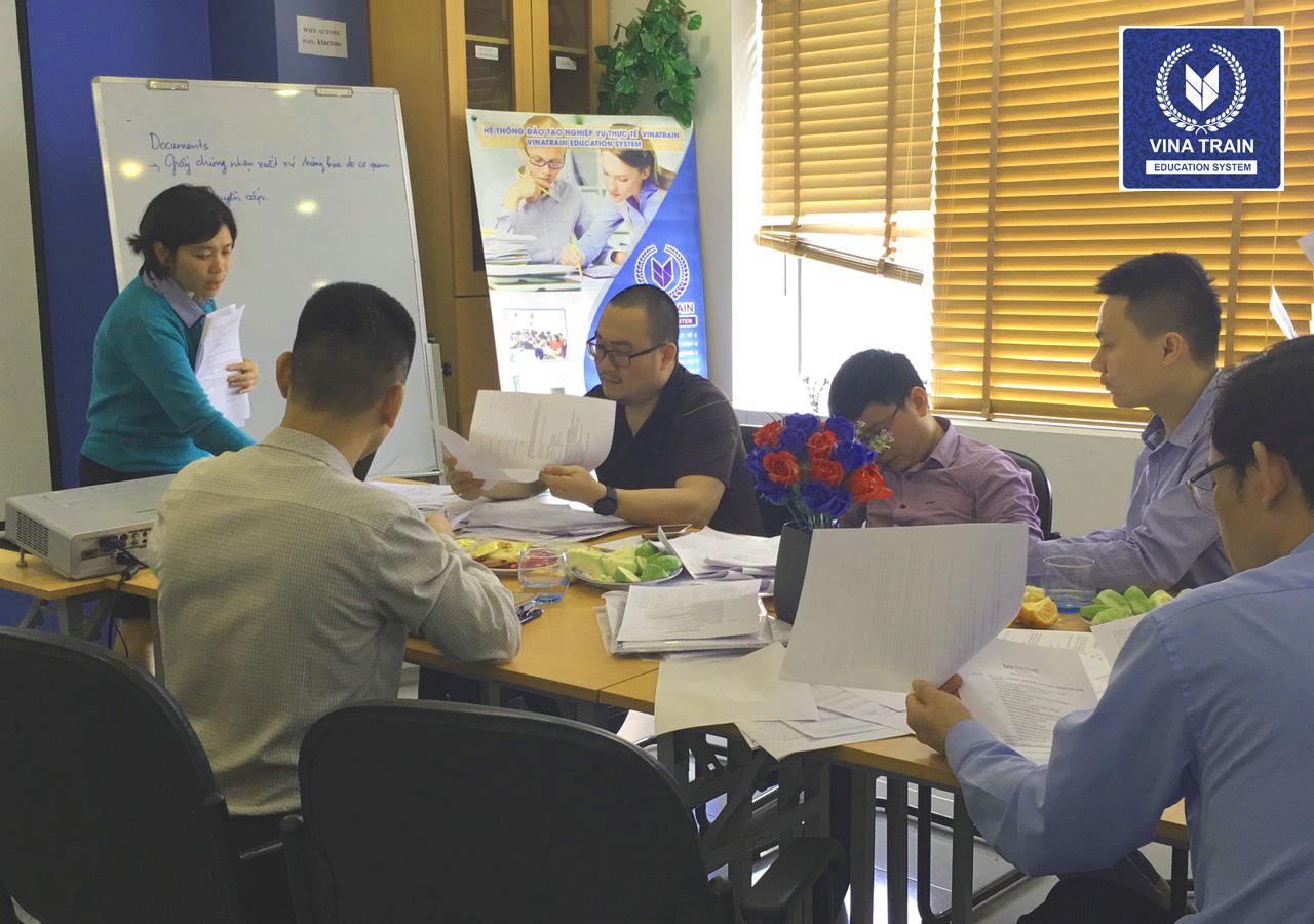 Lớp học hành chính nhấn sự tại trung tâm VinaTrain ( nguồn: VInaTrain Việt Nam)