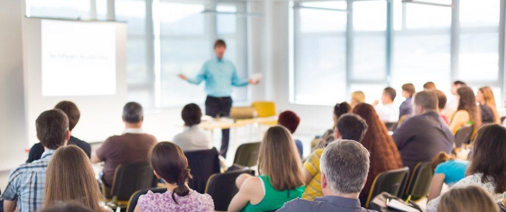 Không nên tham gia những lớp học hành chính nhân sự quá đông vì sẽ không hiệu quả
