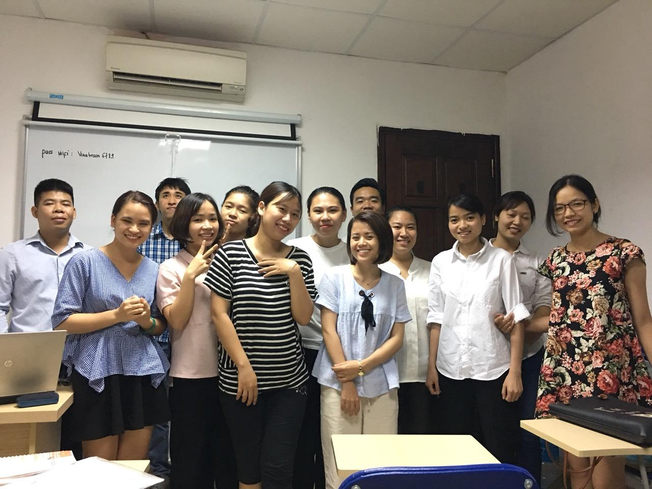 Lớp học xuất nhập khẩu tại trung tâm VinaTrain những năm 2018 ( nguồn: VinaTrain)
