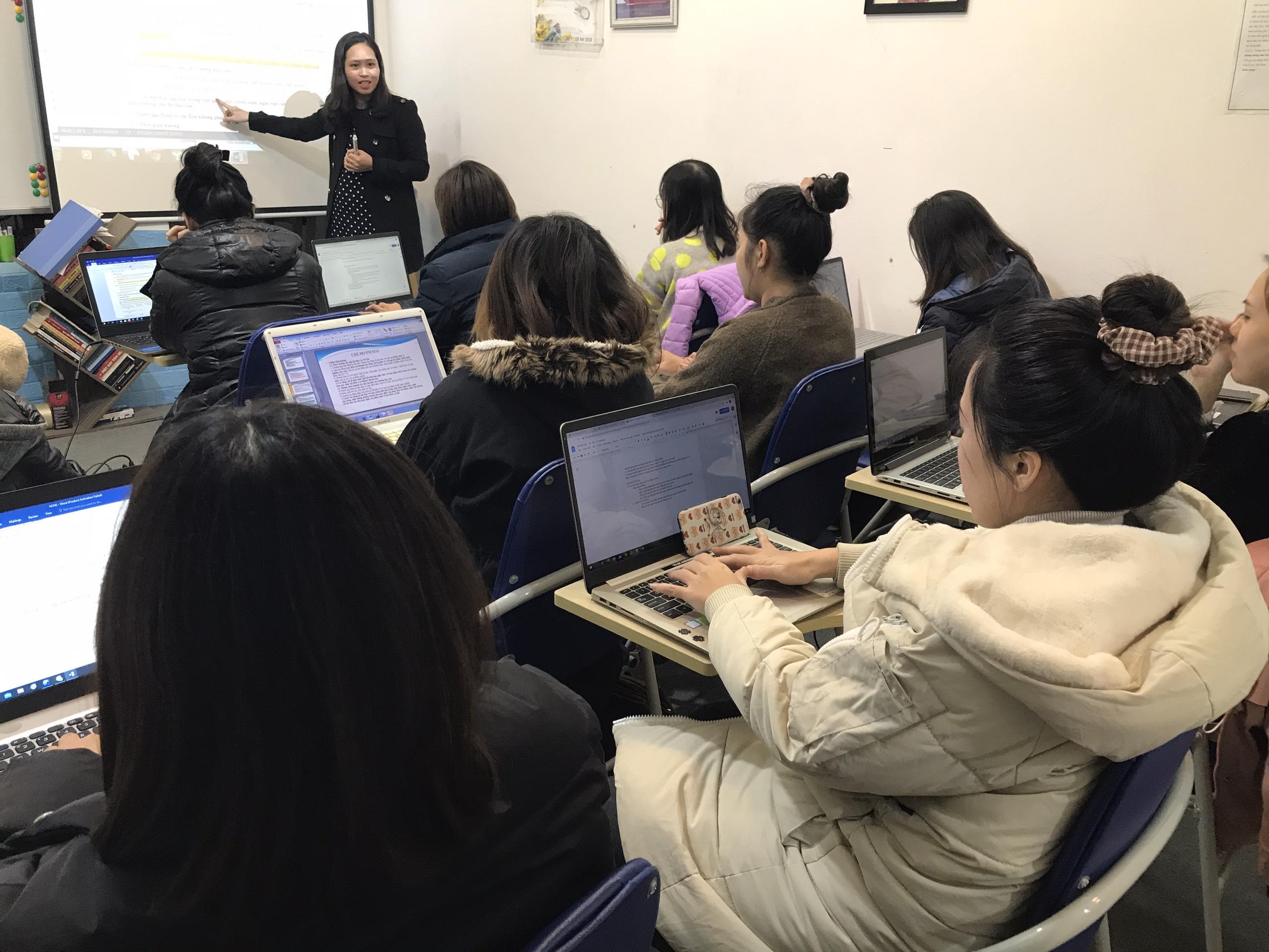 Hình ảnh lớp đào tạo thu mua xuất nhập khẩu tại trung tâm VinaTrain (Nguồn: VinaTrain)